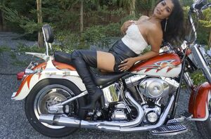 Stellar Bhabi gets nude on Bike
