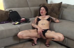 Valeria Curtis - A secret of oral job