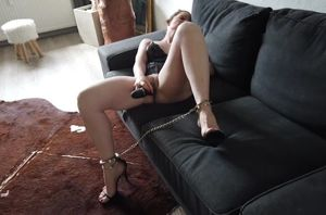 Onanism - Sabrina in Footcuffs mit..