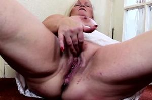Blondie Plumper delectations herself