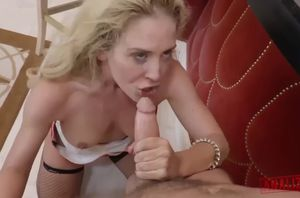 Cherie&#39s scorching cougar culo
