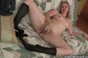 Nyloned cougar beth from the usa needs..