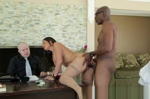 Claudia Valentine, Sean Michaels in..