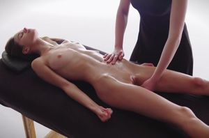 Lezzy Massage-Leona has a Glad..