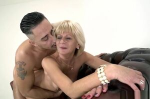 Blond GILF torn up raunchy in doggystyle